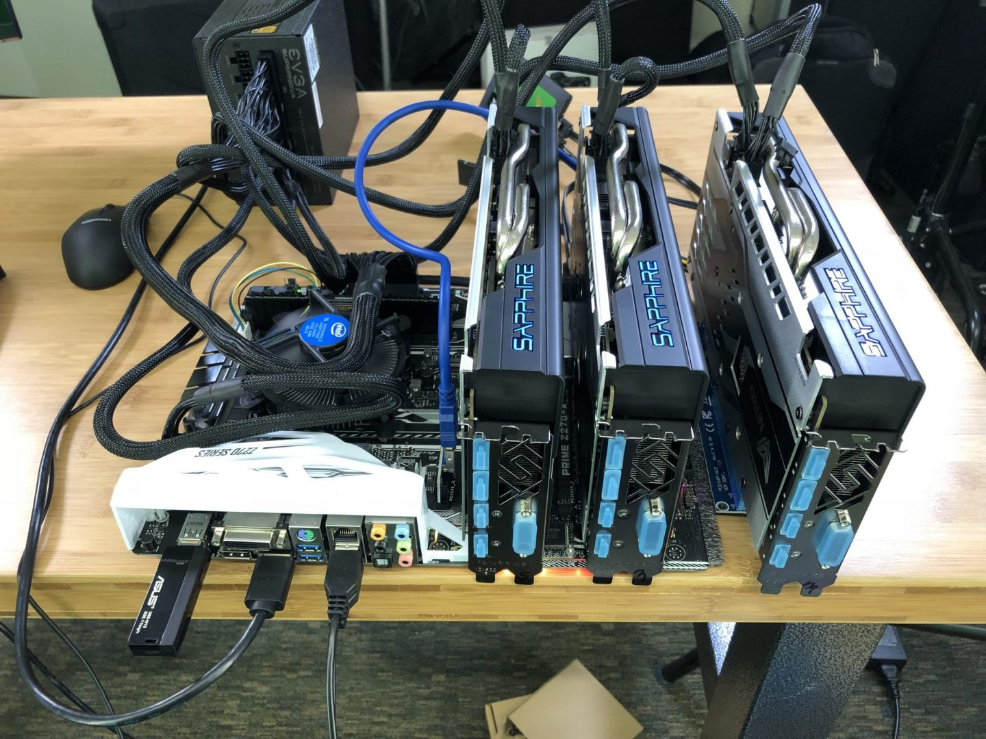 3 CARD SAPPHIRE NITRO+ RX 580 BUILD IS LIVE & MINING ETHEREUM